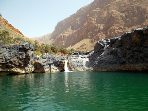 Wadi Arbaeen, Oman, Zwischen Bikini und Abaya