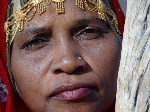 Gesicht omanischer Frau am Stampfer