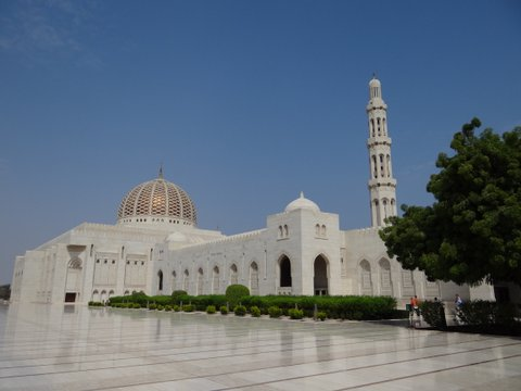 Sultan Qaboos Moschee, Oman, Zwischen Bikini und Abaya