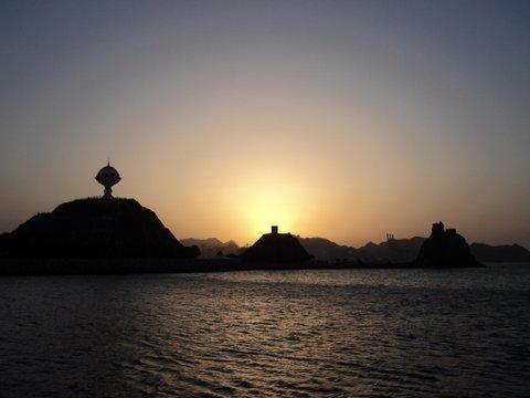 Matrah vom Meer, Oman, Zwischen Bikini und Abaya