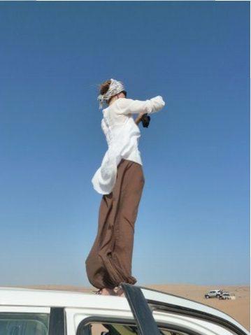 Fotografieren vom Autodach, Oman, Zwischen Bikini und Abaya