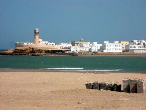 Sur, Oman, Zwischen Bikini und Abaya