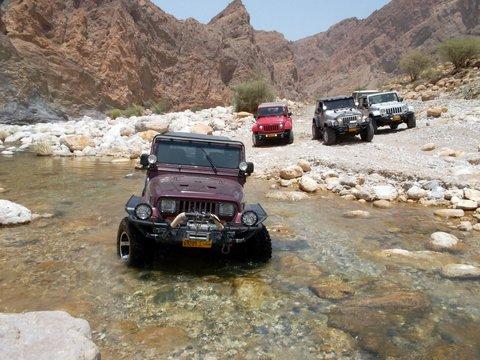 Wadicrossing, Zwischen Bikini und Abaya