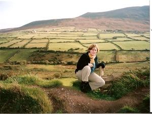 Irische Landschaft und Frau