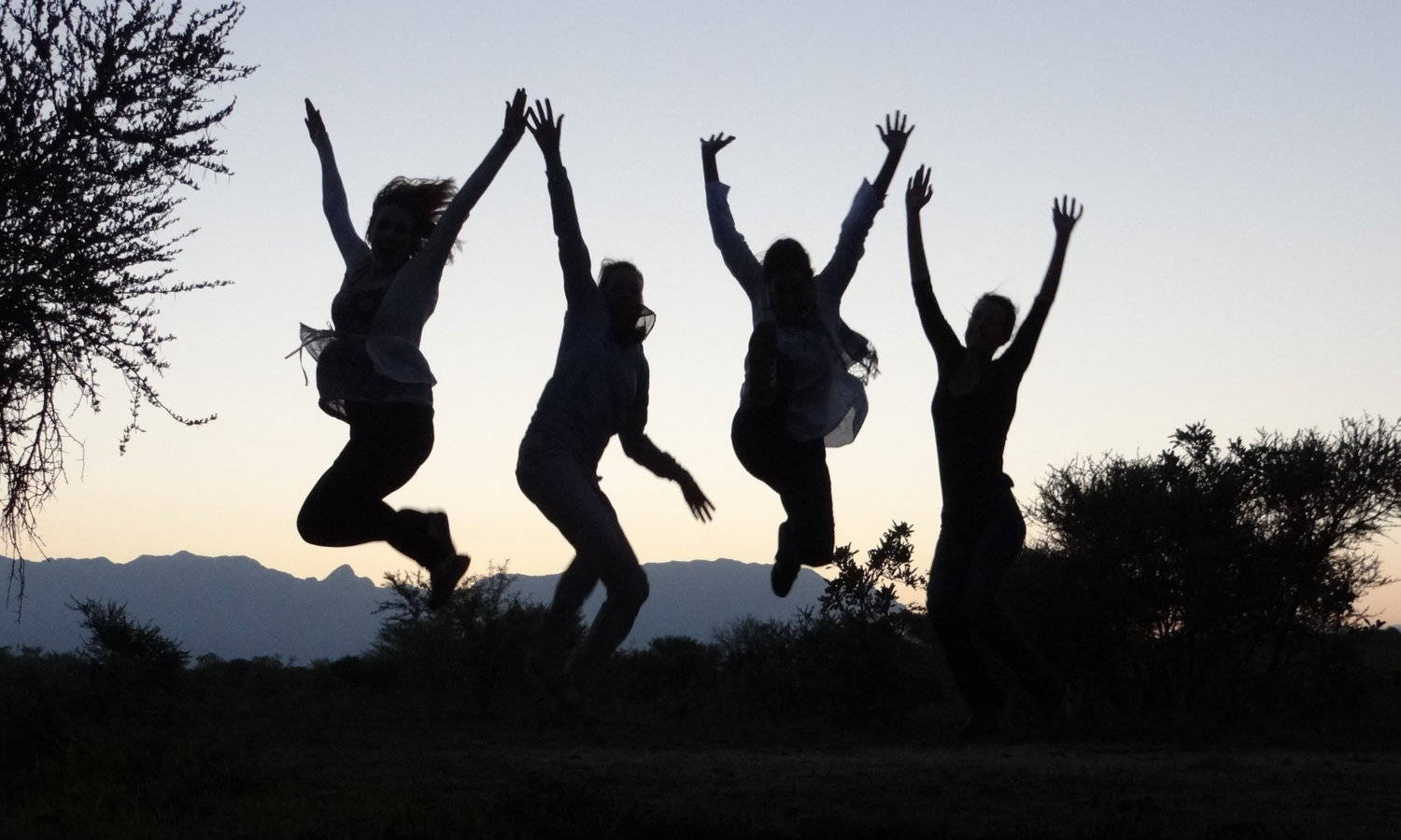 4 Girls jumping up high, Learn German and English Online